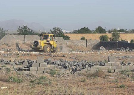 تیغ لودرها علیه ۲۳ ساخت و ساز غیر مجاز در بلوار صنعتِ کاشان