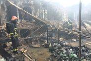 کاشان؛ مهار حریق گسترده انبار توسط آتشنشانان