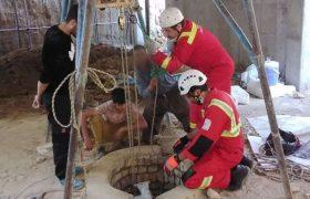 نجات دو چاهکن از عمق ۲۵ متری توسط آتشنشانان کاشانی