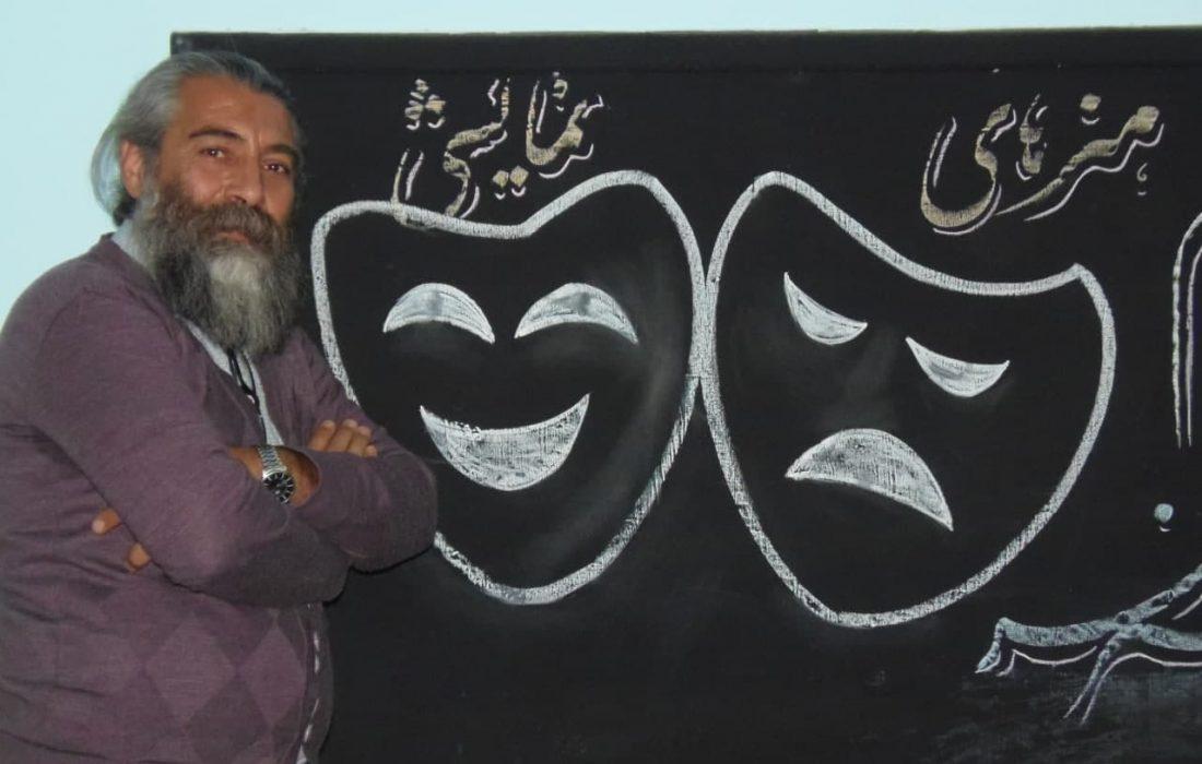"""مدیر مؤسسه """"ماهتاب هنر شهر"""" : آموزش، نیاز اصلی عرصه هنر تئاتر و نمایش در کاشان است"""